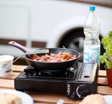 Wir stellen Ihnen verschiedene Tipps und Tricks zum kochen mit dem Campingkocher vor