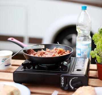 Zubereitung von Nahrung beim Camping