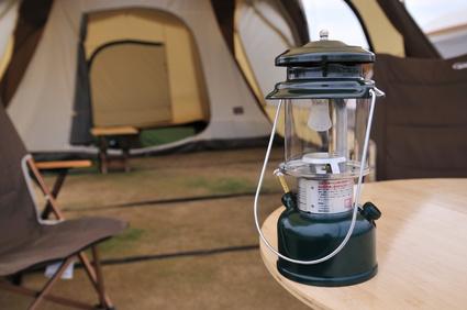 Im aktuellen Campinghocker Vergleich stellen wir Ihnen eine Auswahl verschiedener Hocker zum Campen vor.